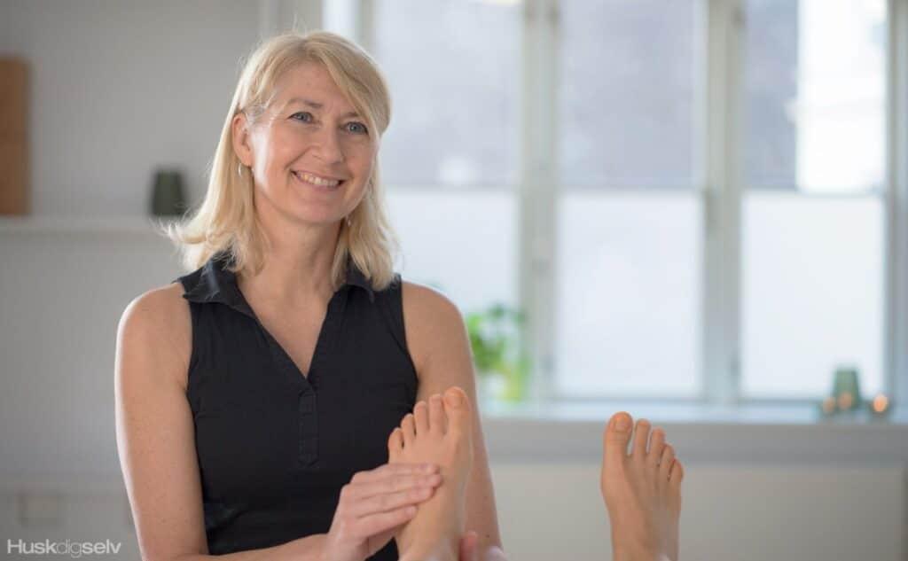 izabella winther behandling af fødder med zoneterapi
